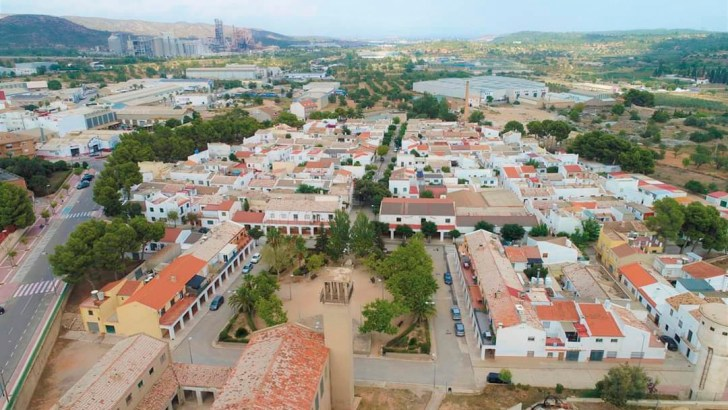 La Asociación de Vecinos del Barrio San Rafael de Buñol dona a Cáritas 500€ para paliar los efectos de la crisis económica provocada por el Covid19