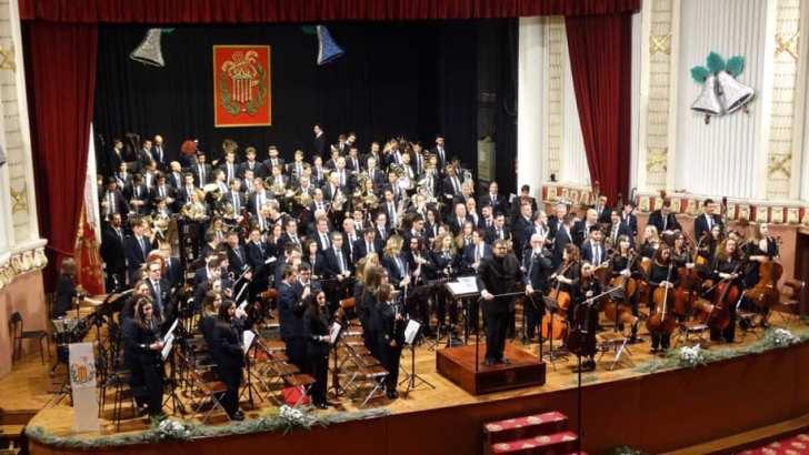 La Orquesta y la Banda Sinfónica de «La Artística» de Buñol llenan el Teatro Montecarlo