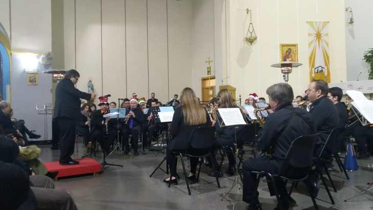 Gran concierto de la Agrupación Amigos de la Música de Buñol a favor de Cáritas (imágenes)