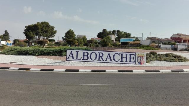 Fallece un motorista tras sufrir un accidente a la entrada de Alborache