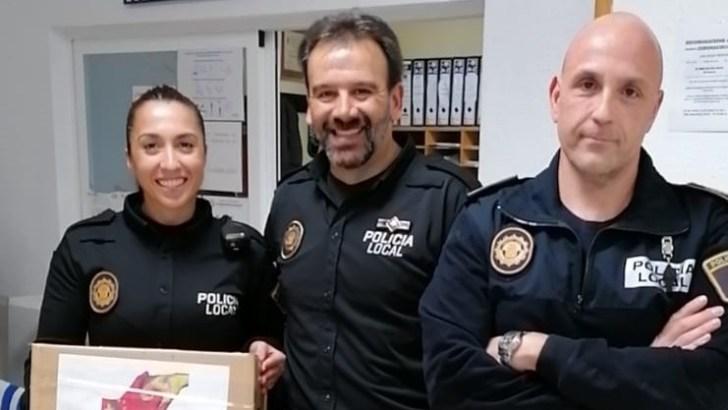 La Comunidad China en Valencia dona al Ayuntamiento de Buñol y a la Policía Local alcohol, hidrogel, mascarillas y guantes de látex