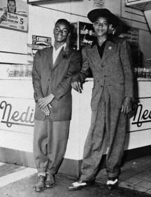 1943 --- Teens Dressed in Zoot Suits --- Image by © Bettmann/CORBIS
