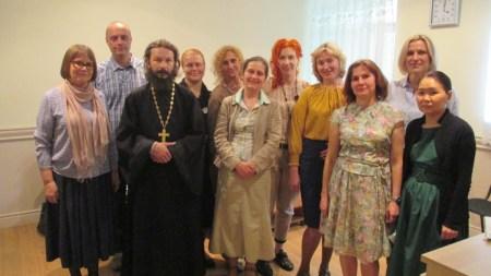 Отец Павел с сотрудниками центра %22Православная семья%22