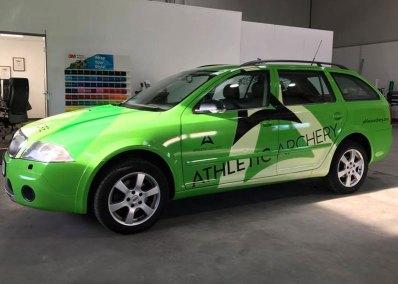 HplusB-Design-Fahrzeugbeklebung-Athletic-Apchery-seitlich-frontal