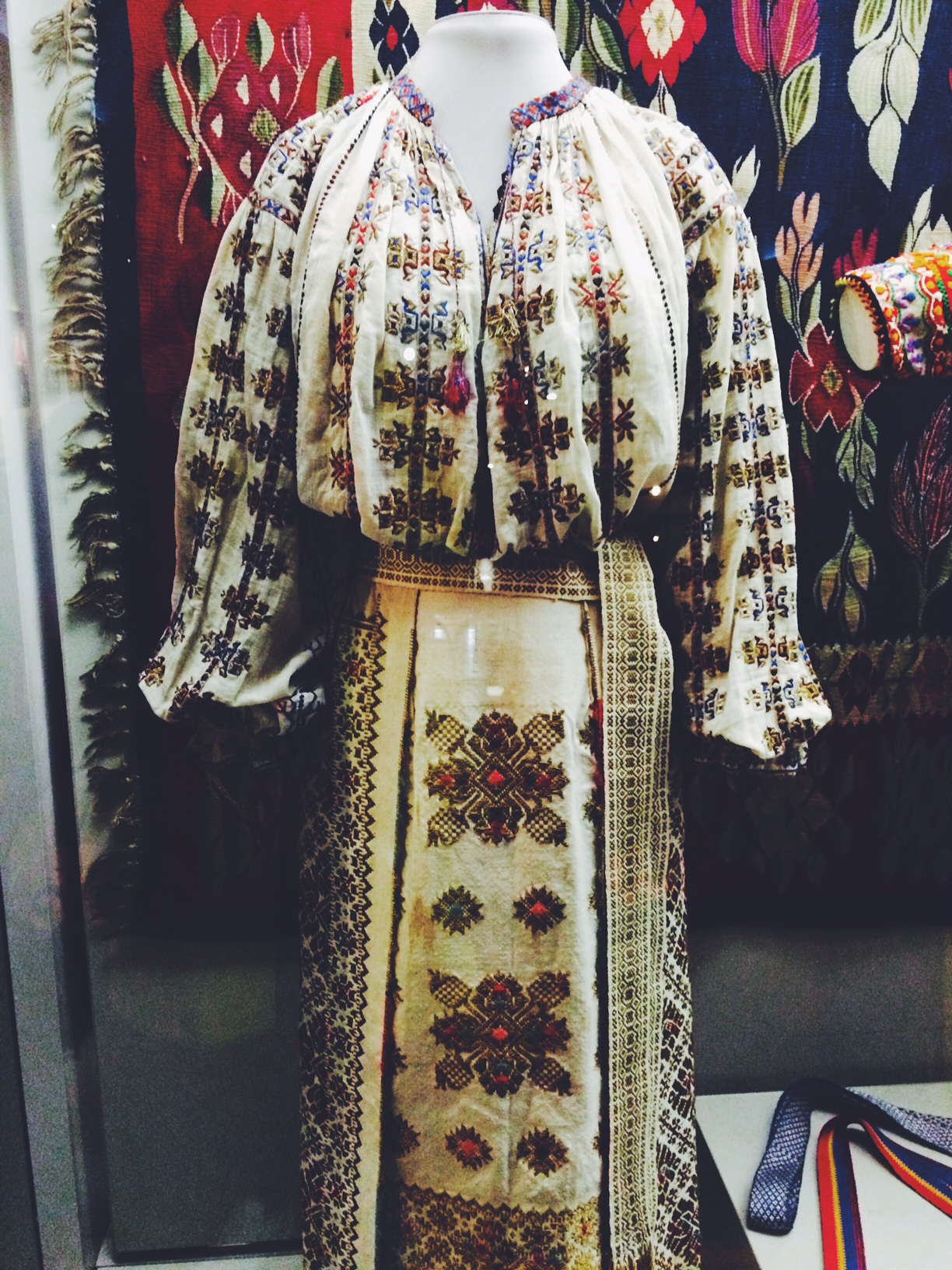 Revisiting Romania: Dress and Identity