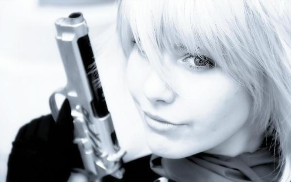 Черно-белое, девушка, блондинка, взгляд, глаза, пистолет ...