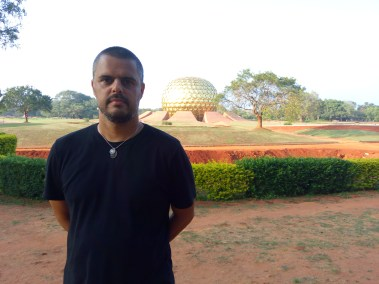 Em Auroville
