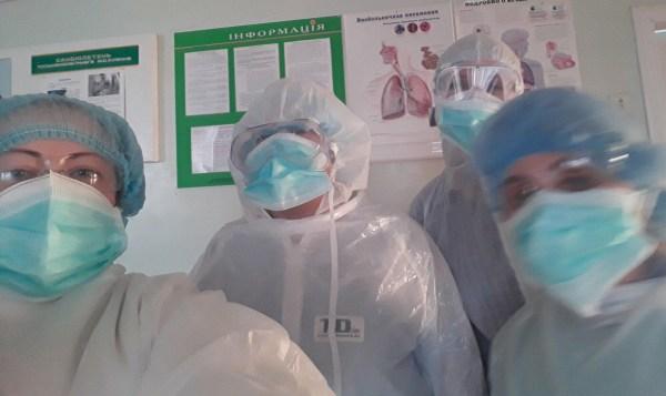 Як на Волині розподілили експрес-тести, маски і костюми з китайської гуманітарної допомоги