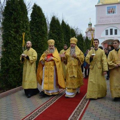 Arhiepiscopul Savva a săvârșit Sfânta Liturghie în Biserica Arhanghelului Mihail - 18 noiembrie 2018