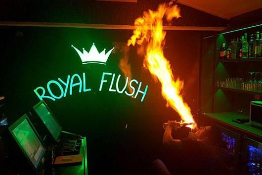Cafe Bar Royal Flush