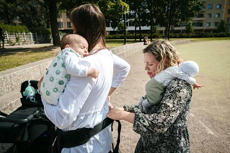Mari Pasula and Anna Nordberg feel that having a child at the same time strengthened the Friends' Friendship.