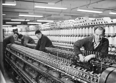 Väinö Linna at Finlayson's factory in Tampere in the 1950s.
