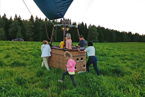 We landed in the middle of a clover field in Tuusula.  The ball had to be pushed onto a dirt road where it was emptied, scytheed and packed into a trailer.  Some of the passengers stayed in the basket as a weight so that the ball would not hit the sky again.