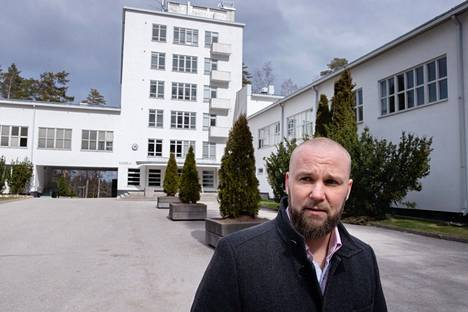 At the end of April 2020, Peter Gabrielsson, President and CEO of Vierumäki Companies, moved to tears over staff redundancies.