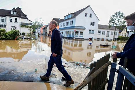 Social Democrat Chancellor and German Finance Minister Olaf Scholz on Thursday in the town of Bad Neuenahr-Ahrweiler, one of the worst flooded areas.