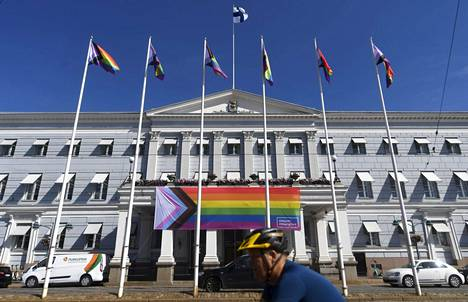 At the end of June, new types of Pride flags fluttered on the flagpoles of Helsinki City Hall.  Of the added colors, black and brown refer to dark-skinned people, while white, light blue, and red refer to transgender people.