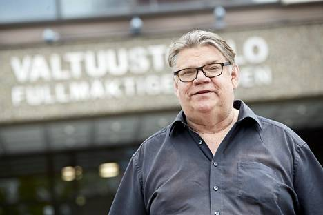 Timo Soini (sin) was photographed on Monday at the Espoo City Hall.  The second to last council meeting of his career as a municipal politician was underway.