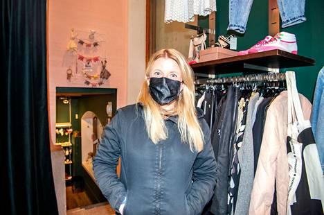 Salla Tuomivaara said that she had come to the new flea market for the first time.  He had not yet found anything to buy.