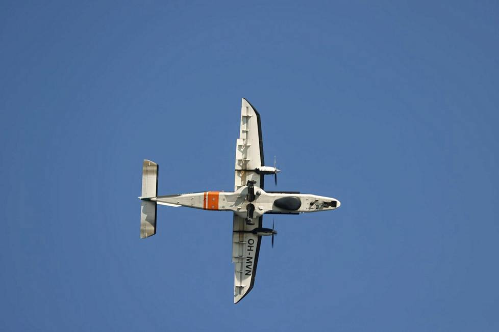 The Border Guard also flew over Kaivopuisto with its Dornier Do 228 surveillance aircraft.