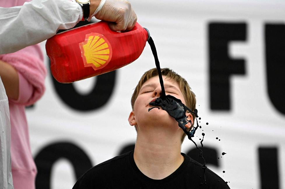 The British Extinction Rebellion activist group protested against oil company Shell.