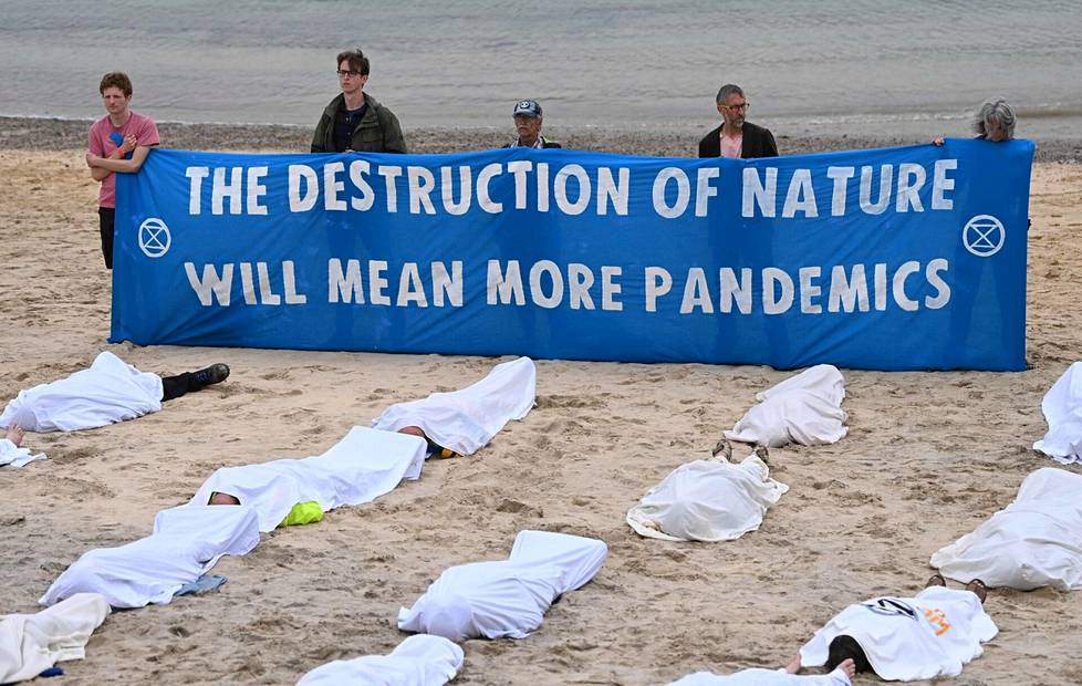 The British Extinction Rebellion activist group signaled that the destruction of nature could lead to new pandemics.