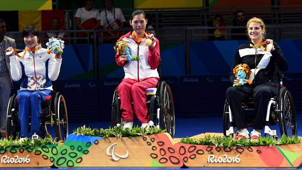 Reigning world champion Seo Su-yeon (left) is Aino Tapola's first opponent in the Paralympics.  South Korean Seo reached silver in the Rio de Janeiro Paralympics.  China's Liu Jing received gold and Italy's Giada Rossi bronze.