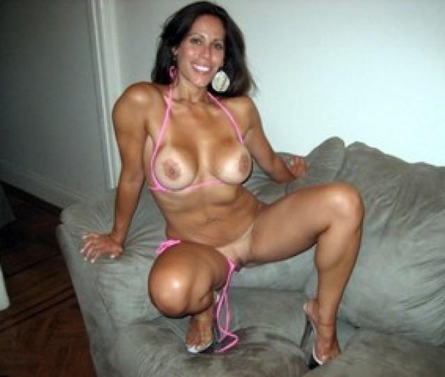 Erotic Pictures For Lovers Of Naked Moms