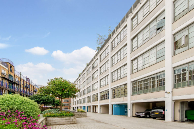 One bedroom loft apartment on the historic Regent's Canal, N1