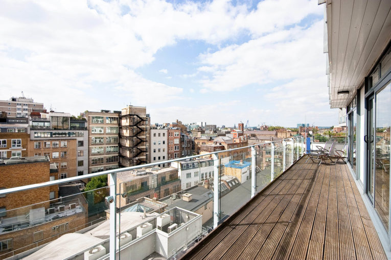 Impressive two bedroom sub-penthouse apartment on Saffron Hill, EC1