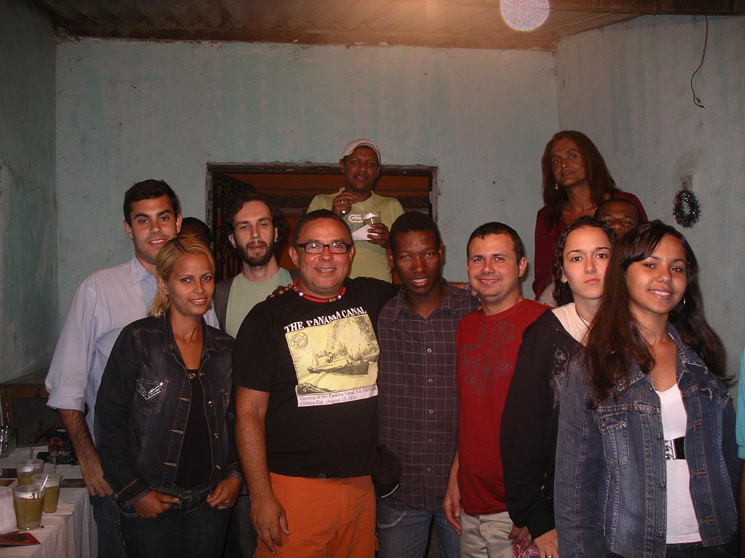 Reunião com jovens da Baixada Fluminense em 2006 para debatermos crimes de ódio contra a comunidade LGBT local.