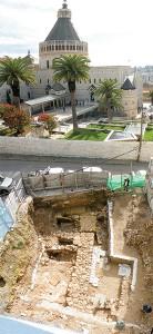 這是另一個庭院建築,蘋果日報引用的照片,讓人以為和上面的遺址是同一個。
