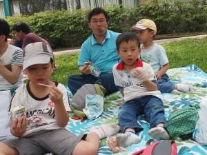 三個小孩,三個飯糰