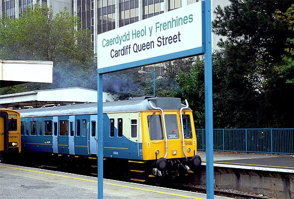 Et tog fra Arriva på Cardiff Queen Street-stasjon i Wales (foto fra Arriva)