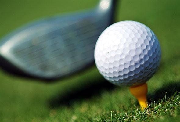 Golfball og -kølle