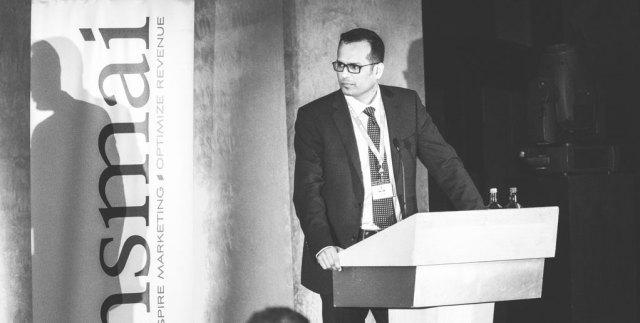 Chinmai Sharma, Vice President Revenue and Distribution, Louvre Hotels Group under HSMAI Revenue Optimisation-konferansen i London, 24. februar 2015. fotografer: Gunnar Kopperud/Netta Nyman, PhotoWalk/Konferansefotografering