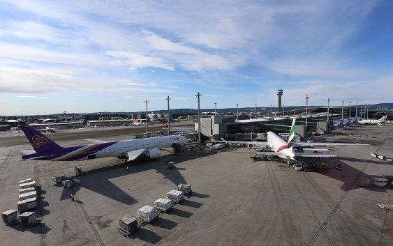 Fly parkert ved Non Schengen-området på Oslo Lufthavn. Foto: Avinor AS.