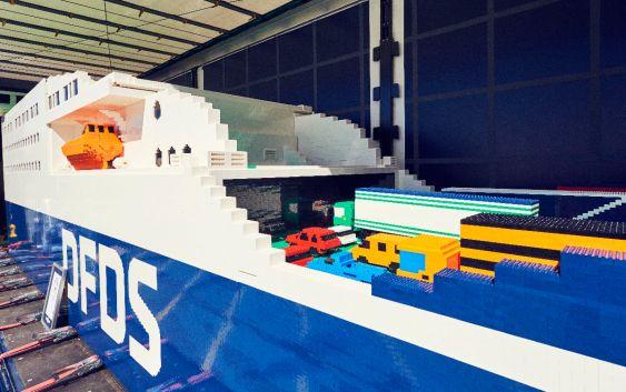 "Lego-skipet ""Jubilee Seaways"", bygget i anledning DFDS' 150-årsjubileum. Foto fra DFDS."