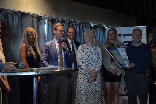 Thon Hotel Rosenkrantz mottar diplomet for hederlig omtale i kategorien Customer Service under HSMAIs sommerfest på Steen & Strøms Taket i Oslo sentrum, tirsdag 20. juni 2017. Fotograf: Ida Øksdal-Korneliussen.
