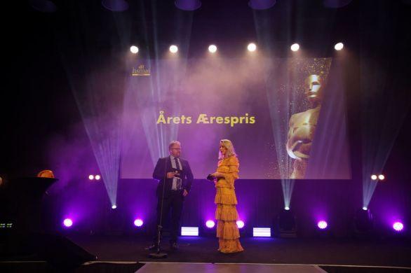 Morten Torp og Katarina Flatland på scenen under HSMAI Awards 2018. Fotograf: Camilla Bergan.