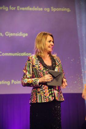 Juryleder Ellen Arnstad på scenen under HSMAI Awards 2018. Fotograf: Camilla Bergan.