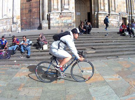 Bici III delante de la Capilla del Sagrario