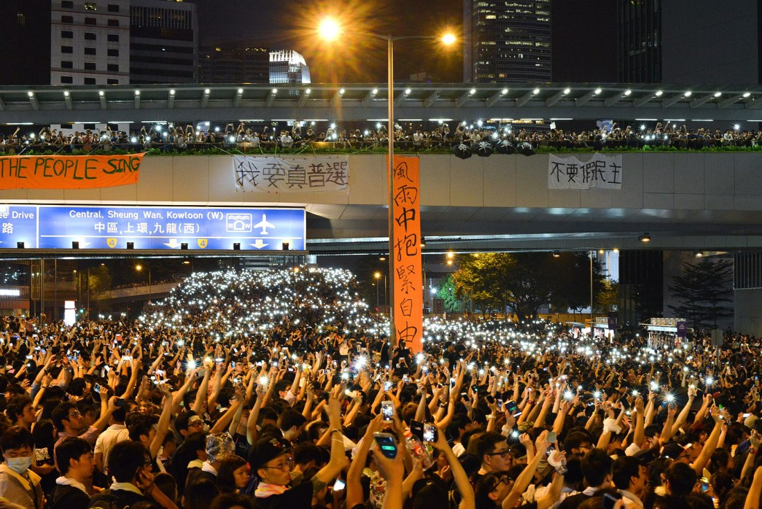 1920px-Cellphones_in_Hong_Kong_during_2014_Hong_Kong_protests