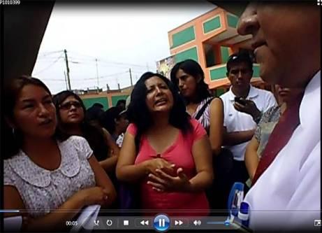 Docentes protestan ante director Ugel