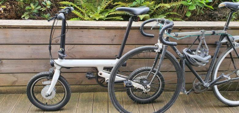 Vélo électrique Xiaomi comparé à un vélo classique