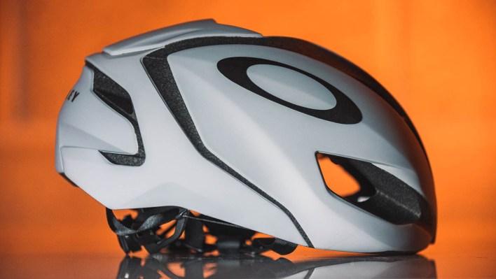 Oakley ARO5 MIPS 2.0 Helmet