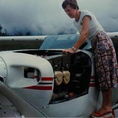 Dea Godschalk inspecting plane