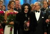 """2002: Hubert Burda mit den Bambi-Preisträgern Halle Berry und dem """"King of Pop"""" Michael Jackson"""