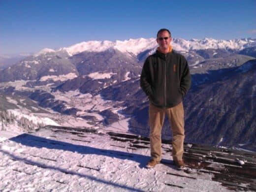 Ein Bild von mir mit dem Panoramablick vom Kreuzbeinjoch aus auf die andere Seite des Stubaitales