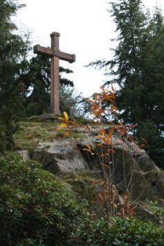 """""""Hohes Kreuz"""" im Waldfriedhof"""