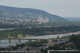 Wien - Blick von der Uno City in Richtung Klosterneuburg
